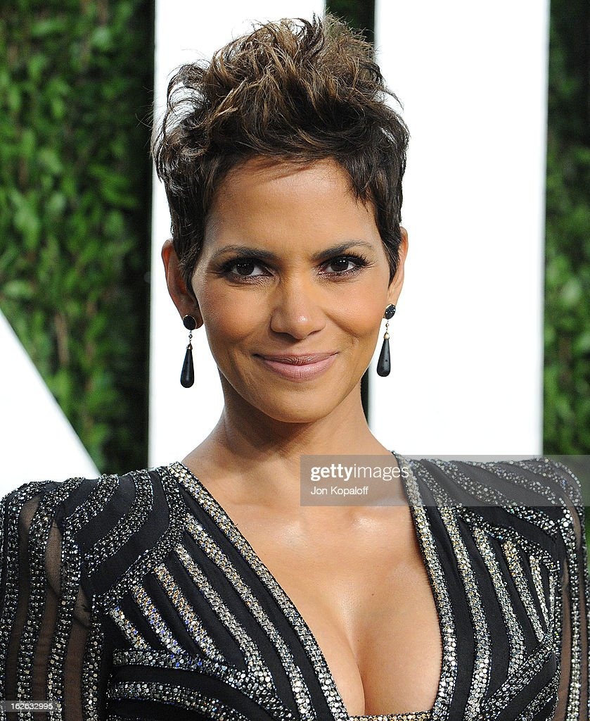 Actress Halle Berry attends the 2013 Vanity Fair Oscar party at Sunset Tower on February 24, 2013 in West Hollywood, California.