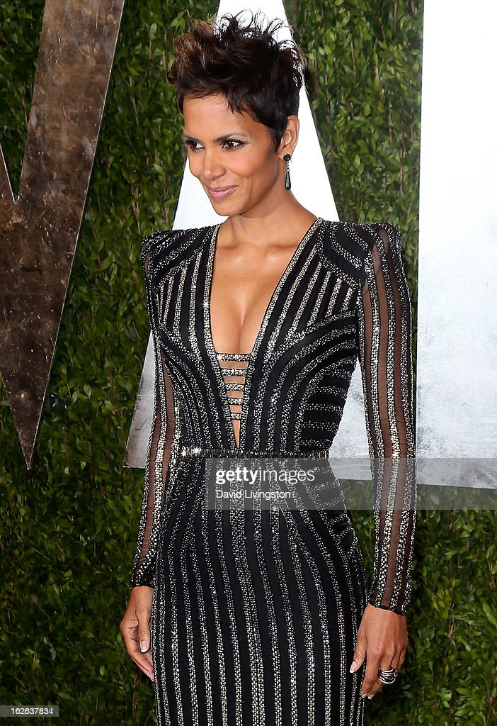 Actress Halle Berry attends the 2013 Vanity Fair Oscar Party at the Sunset Tower Hotel on February 24, 2013 in West Hollywood, California.