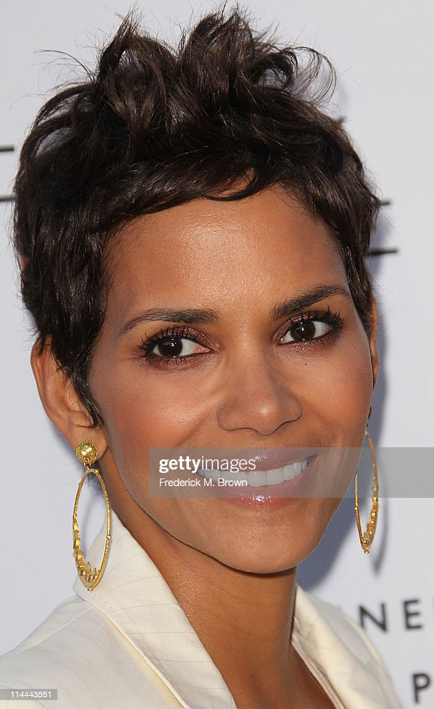 Actress <a gi-track='captionPersonalityLinkClicked' href=/galleries/search?phrase=Halle+Berry&family=editorial&specificpeople=201726 ng-click='$event.stopPropagation()'>Halle Berry</a> attends the Opening Night of 'Beauty Culture' at The Annenberg Space For Photography on May 19, 2011 in Century City, California.