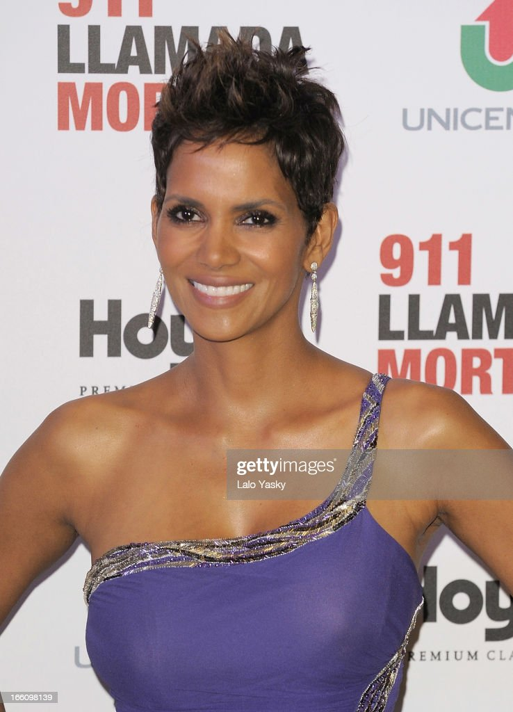 Actress <a gi-track='captionPersonalityLinkClicked' href=/galleries/search?phrase=Halle+Berry&family=editorial&specificpeople=201726 ng-click='$event.stopPropagation()'>Halle Berry</a> attends the premiere of 'The Call' at Hoyts Cinemas on April 8, 2013 in Buenos Aires, Argentina.