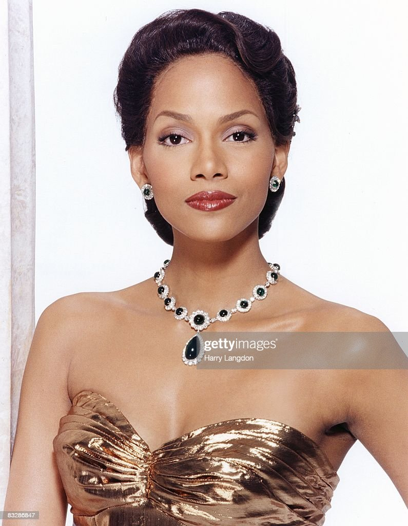Actress <a gi-track='captionPersonalityLinkClicked' href=/galleries/search?phrase=Halle+Berry&family=editorial&specificpeople=201726 ng-click='$event.stopPropagation()'>Halle Berry</a> poses as Dorothy Dandridge for a publicity session to promote her HBO movie on February 2, 1999 in Los Angeles, California.