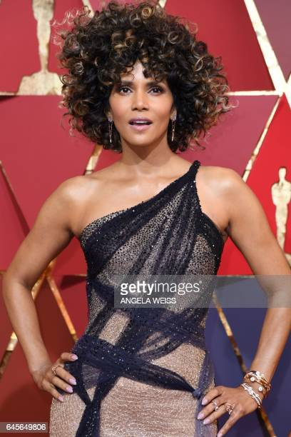 US actress Halle Berry poses as she arrives on the red carpet for the 89th Oscars on February 26 2017 in Hollywood California / AFP / ANGELA WEISS