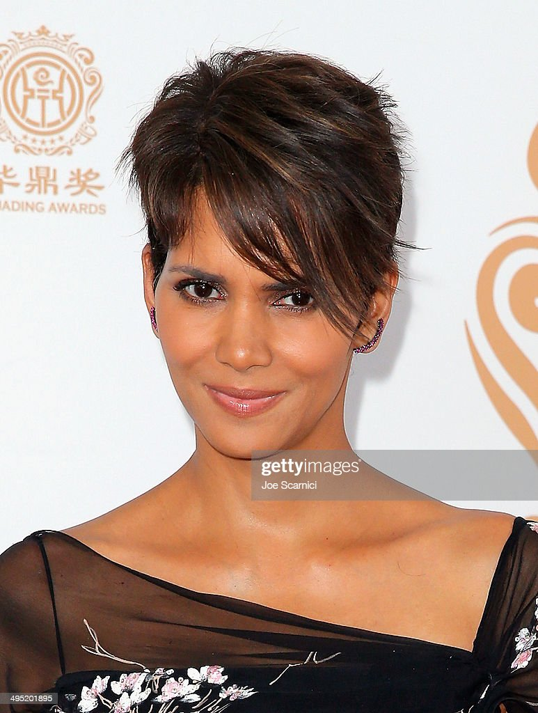 Actress Halle Berry poses with the Global Icon Award in the press room during the Huading Film Awards on June 1, 2014 at Ricardo Montalban Theatre in Los Angeles, California. Huading Film Awards is China's #1 Film awards, in the U.S. for the first time.