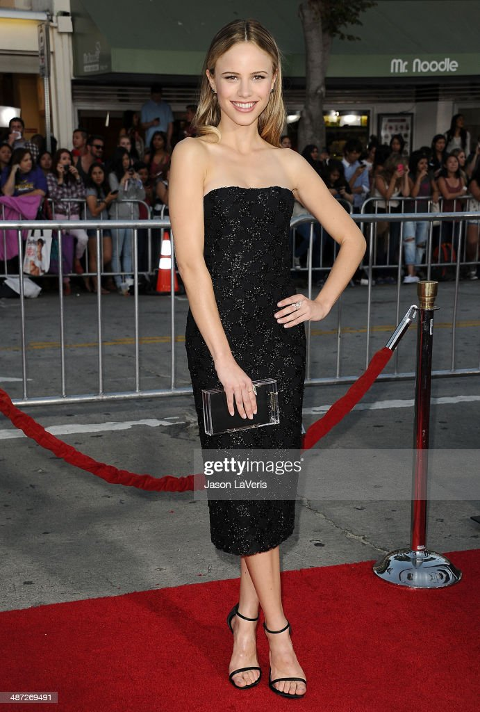 Actress <a gi-track='captionPersonalityLinkClicked' href=/galleries/search?phrase=Halston+Sage&family=editorial&specificpeople=7986408 ng-click='$event.stopPropagation()'>Halston Sage</a> attends the premiere of 'Neighbors' at Regency Village Theatre on April 28, 2014 in Westwood, California.