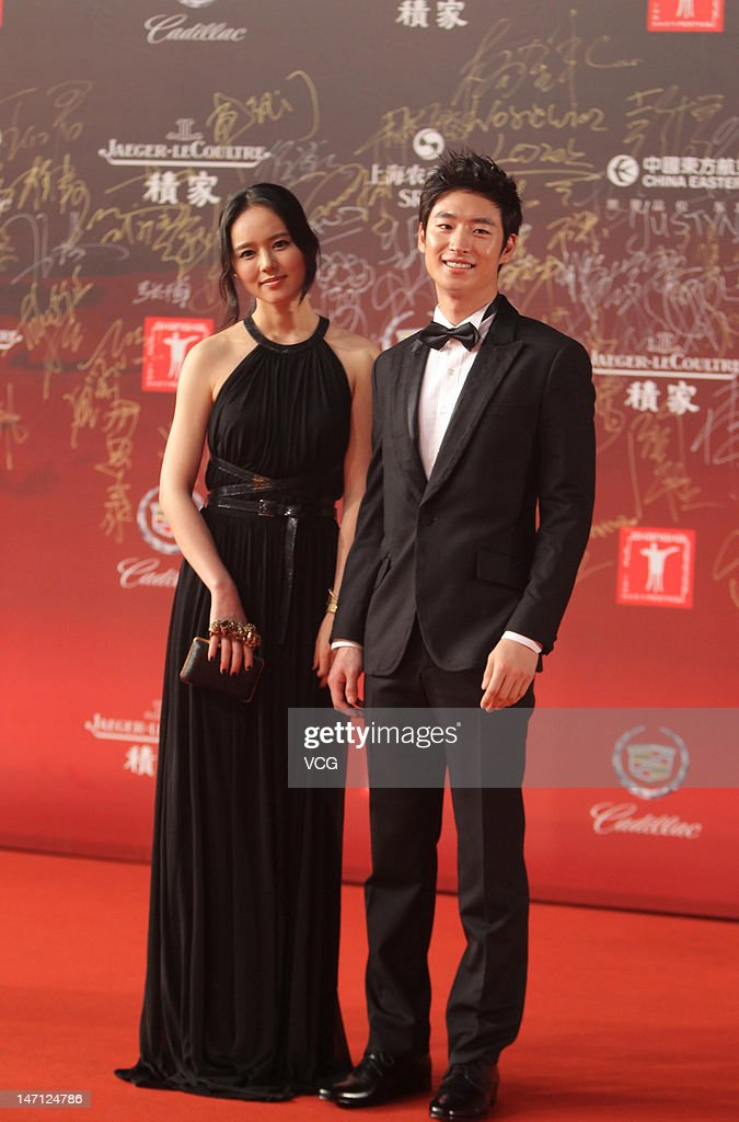 Actress Han Ga In and actor Lee Je Hun arrive at the red carpet during the closing ceremony for the 15th Shanghai International Film Festival at...