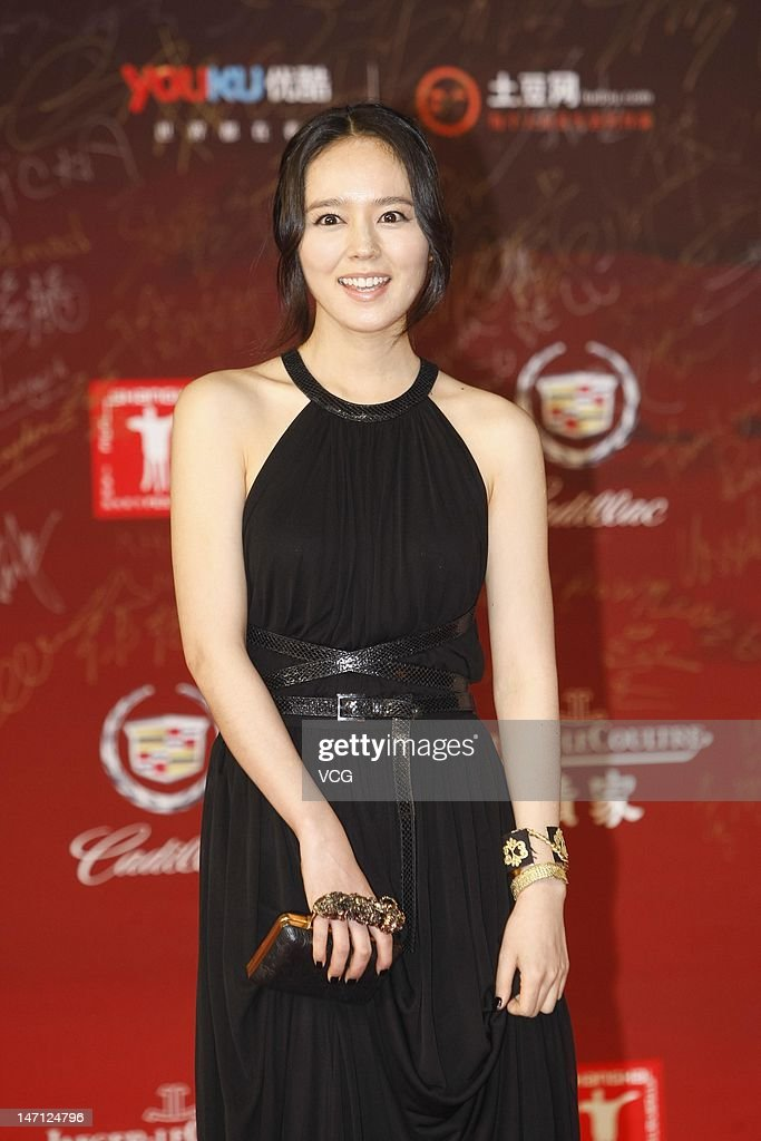Actress Han Ga In arrives at the red carpet during the closing ceremony for the 15th Shanghai International Film Festival at Shanghai Film Art Center...