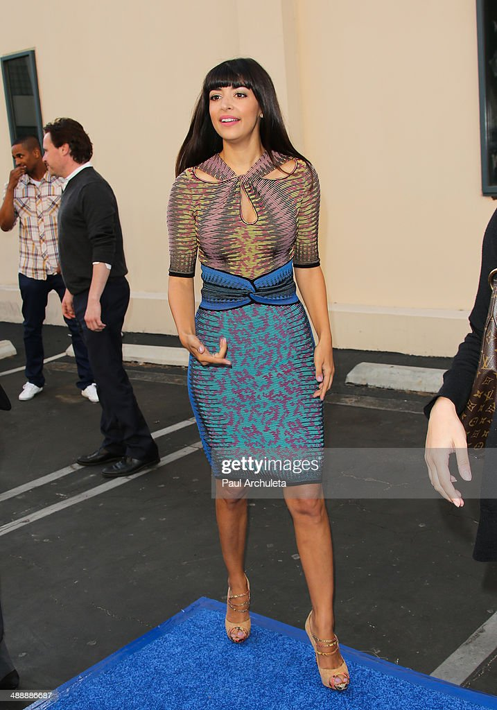 Actress <a gi-track='captionPersonalityLinkClicked' href=/galleries/search?phrase=Hannah+Simone&family=editorial&specificpeople=3291351 ng-click='$event.stopPropagation()'>Hannah Simone</a> attends the 'New Girl' season 3 screening and cast Q&A at Zanuck Theater at 20th Century Fox Lot on May 8, 2014 in Los Angeles, California.