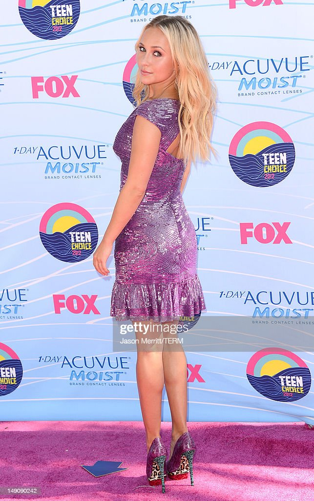 Actress Hayden Panettiere arrives at the 2012 Teen Choice Awards at Gibson Amphitheatre on July 22, 2012 in Universal City, California.