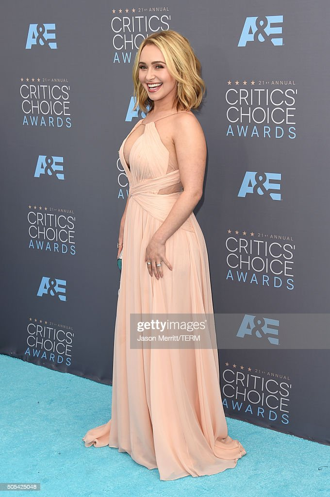 Actress <a gi-track='captionPersonalityLinkClicked' href=/galleries/search?phrase=Hayden+Panettiere&family=editorial&specificpeople=204227 ng-click='$event.stopPropagation()'>Hayden Panettiere</a> attends the 21st Annual Critics' Choice Awards at Barker Hangar on January 17, 2016 in Santa Monica, California.