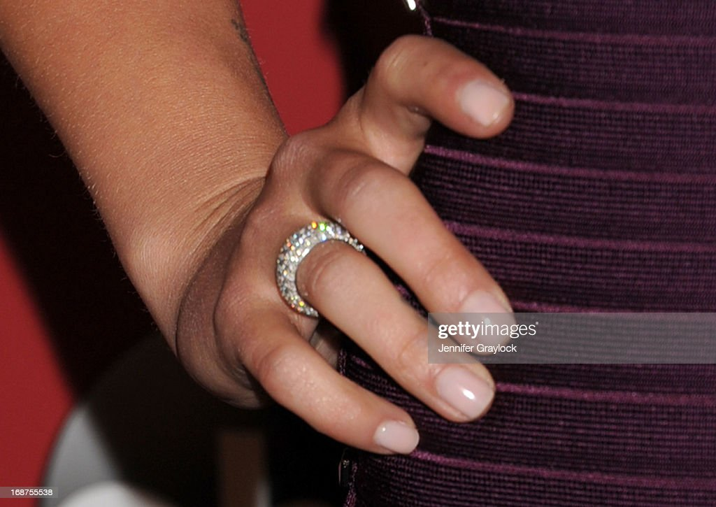 Actress Hayden Panettiere (engagement ring detail) attends the Entertainment Weekly & ABC 2013 New York Upfront Party at The General on May 14, 2013 in New York City.