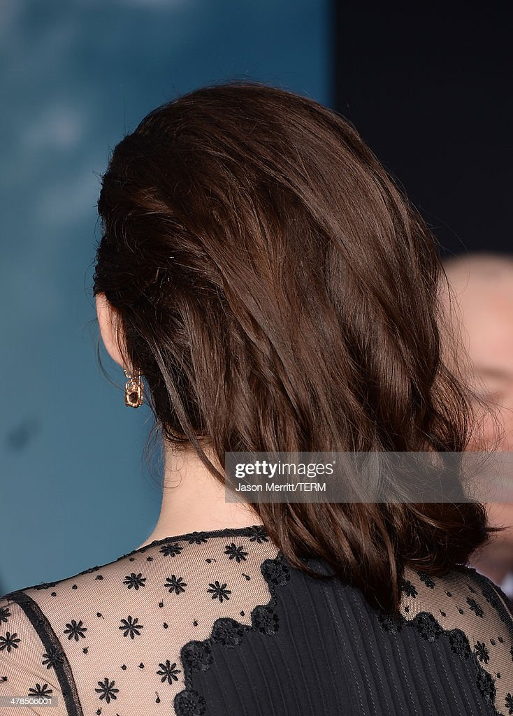 Actress Hayley Atwell (fashion detail) arrives for the premiere of Marvel's 'Captain America: The Winter Soldier' at the El Capitan Theatre on March 13, 2014 in Hollywood, California.