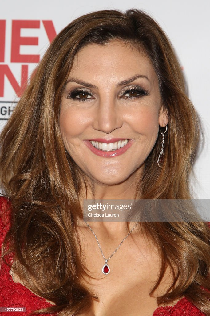Actress <a gi-track='captionPersonalityLinkClicked' href=/galleries/search?phrase=Heather+McDonald&family=editorial&specificpeople=4756128 ng-click='$event.stopPropagation()'>Heather McDonald</a> arrives at The Maloof Foundation and Jacob's Peter W. Busch family foundation holiday toy donation on December 18, 2013 in Beverly Hills, California.