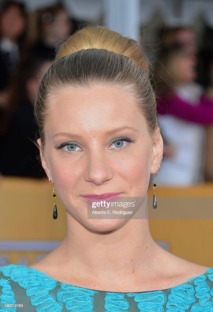 Actress Heather Morris arrives at the 19th Annual Screen Actors Guild Awards held at The Shrine Auditorium on January 27, 2013 in Los Angeles, California.