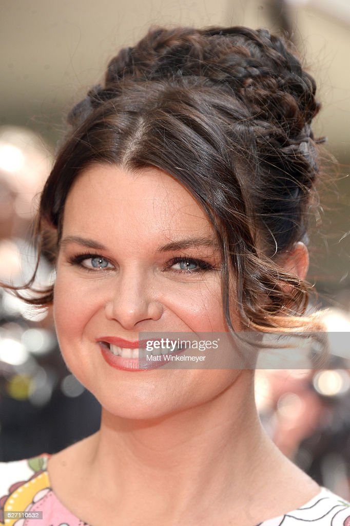 Actress <a gi-track='captionPersonalityLinkClicked' href=/galleries/search?phrase=Heather+Tom&family=editorial&specificpeople=208780 ng-click='$event.stopPropagation()'>Heather Tom</a> walks the red carpet at the 43rd Annual Daytime Emmy Awards at the Westin Bonaventure Hotel on May 1, 2016 in Los Angeles, California.