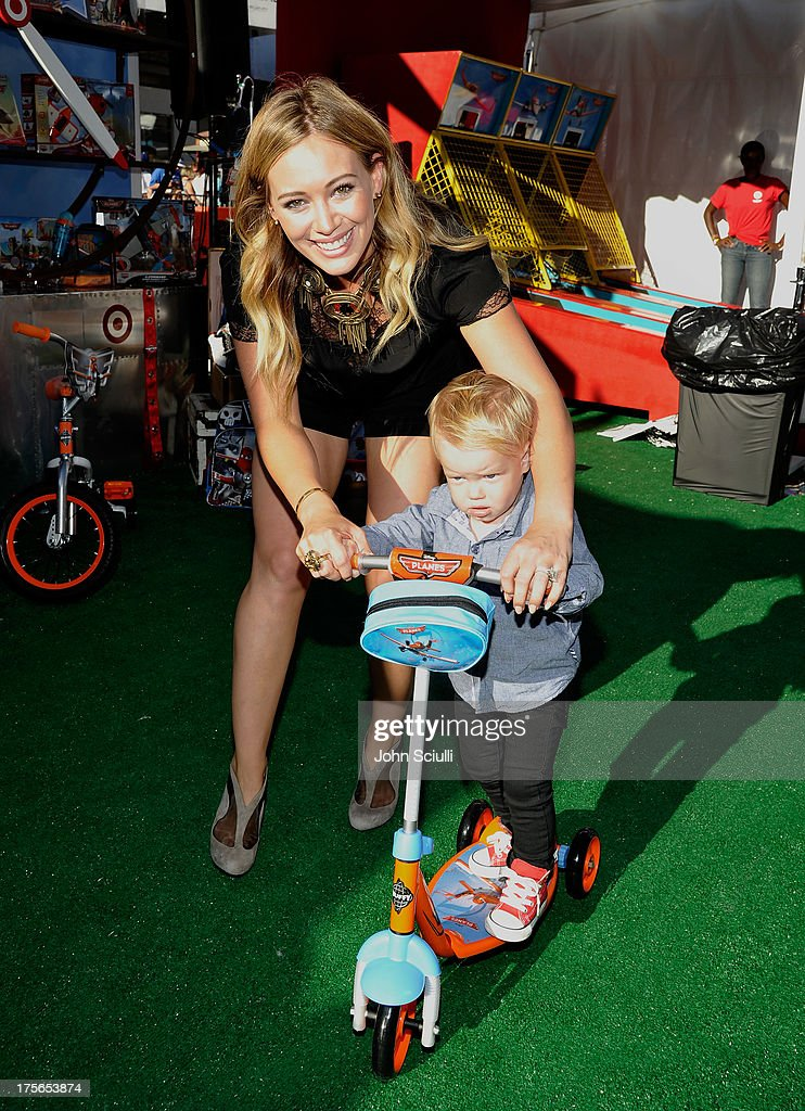 Actress <a gi-track='captionPersonalityLinkClicked' href=/galleries/search?phrase=Hilary+Duff&family=editorial&specificpeople=201586 ng-click='$event.stopPropagation()'>Hilary Duff</a> and son Luca Cruz Comrie at the world-premiere of 'Disney's Planes' presented by Target at the El Capitan Theatre on August 5, 2013 in Hollywood, California.