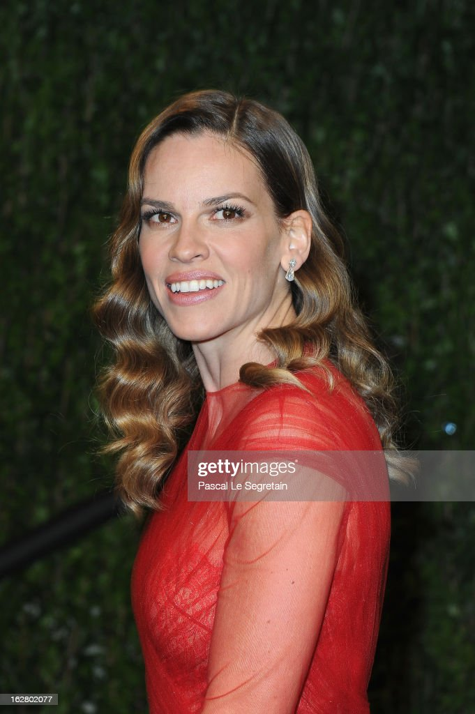 Actress Hilary Swank arrives at the 2013 Vanity Fair Oscar Party hosted by Graydon Carter at Sunset Tower on February 24, 2013 in West Hollywood, California.