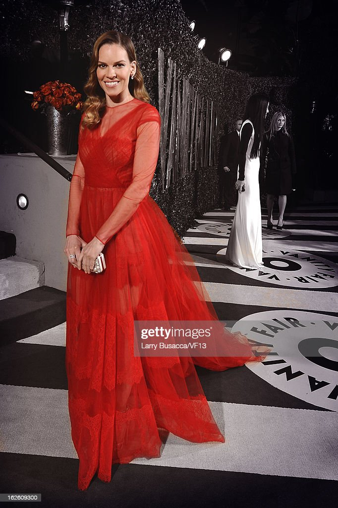 Actress Hilary Swank arrives for the 2013 Vanity Fair Oscar Party hosted by Graydon Carter at Sunset Tower on February 24, 2013 in West Hollywood, California.