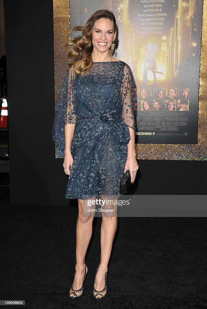 Actress <a gi-track='captionPersonalityLinkClicked' href=/galleries/search?phrase=Hilary+Swank&family=editorial&specificpeople=201692 ng-click='$event.stopPropagation()'>Hilary Swank</a> arrives to the Premiere Of Warner Bros. Pictures' 'New Year's Eve' at Grauman's Chinese Theatre on December 5, 2011 in Hollywood, California.