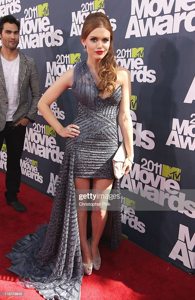 Actress <a gi-track='captionPersonalityLinkClicked' href=/galleries/search?phrase=Holland+Roden&family=editorial&specificpeople=5578822 ng-click='$event.stopPropagation()'>Holland Roden</a> arrives at the 2011 MTV Movie Awards at Universal Studios' Gibson Amphitheatre on June 5, 2011 in Universal City, California.