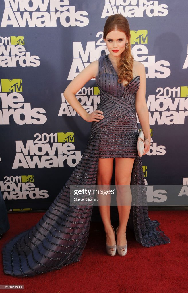 Actress Holland Roden arrives at the 2011 MTV Movie Awards at Universal Studios' Gibson Amphitheatre on June 5, 2011 in Universal City, California.