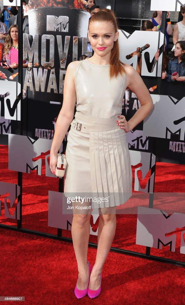 Actress <a gi-track='captionPersonalityLinkClicked' href=/galleries/search?phrase=Holland+Roden&family=editorial&specificpeople=5578822 ng-click='$event.stopPropagation()'>Holland Roden</a> arrives at the 2014 MTV Movie Awards at Nokia Theatre L.A. Live on April 13, 2014 in Los Angeles, California.