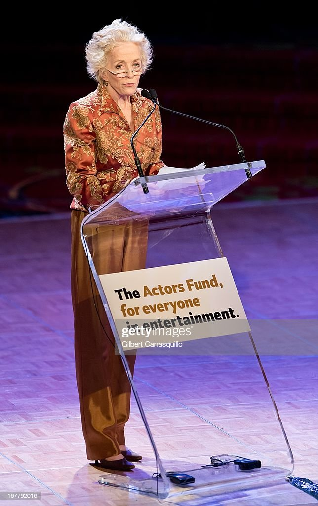Actress <a gi-track='captionPersonalityLinkClicked' href=/galleries/search?phrase=Holland+Taylor&family=editorial&specificpeople=224773 ng-click='$event.stopPropagation()'>Holland Taylor</a> attends the 2013 Actors Fund's Annual Gala Honoring Robert De Niro at The New York Marriott Marquis on April 29, 2013 in New York City.