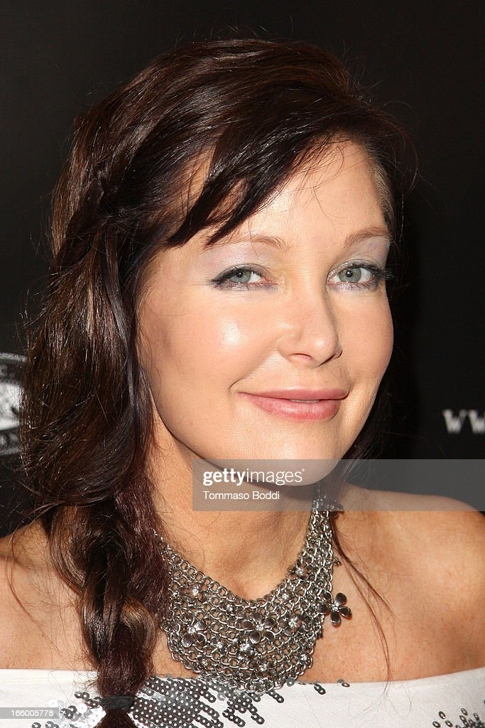 Actress <a gi-track='captionPersonalityLinkClicked' href=/galleries/search?phrase=Holly+Fields&family=editorial&specificpeople=855304 ng-click='$event.stopPropagation()'>Holly Fields</a> attends the Academy Of Magical Arts 45th Annual AMA Awards Show held at the Orpheum Theatre on April 7, 2013 in Los Angeles, California.