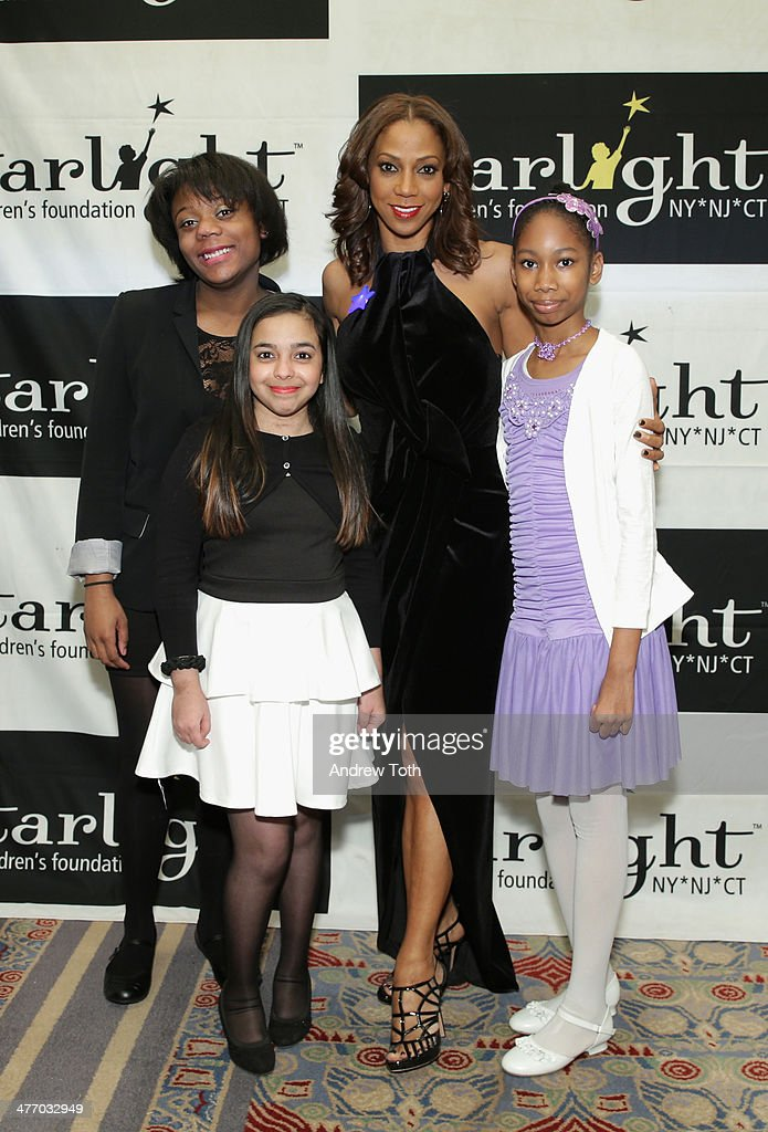 Actress <a gi-track='captionPersonalityLinkClicked' href=/galleries/search?phrase=Holly+Robinson+Peete&family=editorial&specificpeople=213716 ng-click='$event.stopPropagation()'>Holly Robinson Peete</a> (CR) and Starlight kids attend the 29th Annual Starlight Children's Foundation at Marriott Marquis Hotel on March 6, 2014 in New York City.