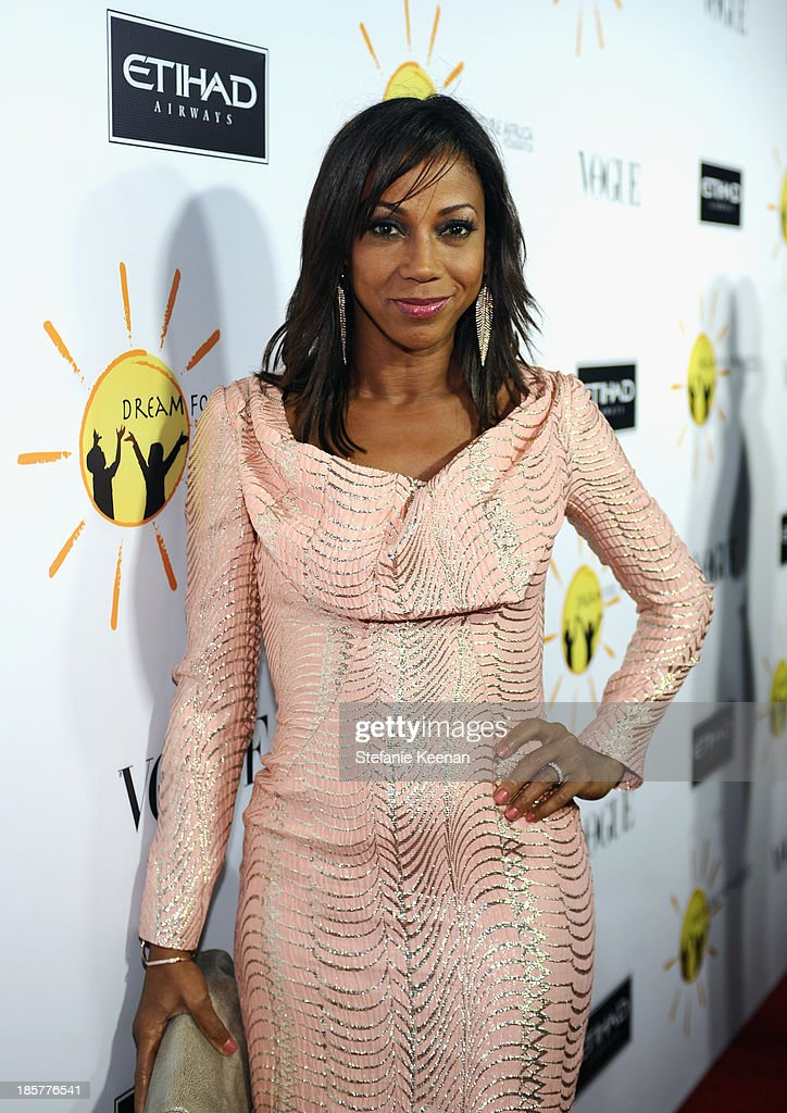 Actress <a gi-track='captionPersonalityLinkClicked' href=/galleries/search?phrase=Holly+Robinson+Peete&family=editorial&specificpeople=213716 ng-click='$event.stopPropagation()'>Holly Robinson Peete</a> attends Dream for Future Africa Foundation Inaugural Gala honoring Franca Sozzani of VOGUE Italia at Spago on October 24, 2013 in Beverly Hills, California.