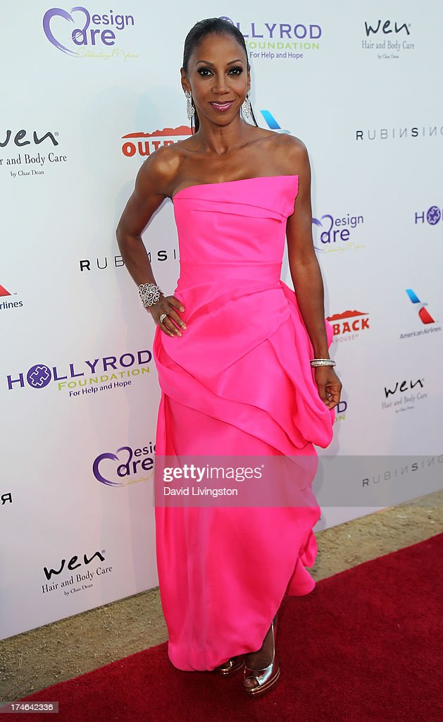 Actress <a gi-track='captionPersonalityLinkClicked' href=/galleries/search?phrase=Holly+Robinson+Peete&family=editorial&specificpeople=213716 ng-click='$event.stopPropagation()'>Holly Robinson Peete</a> attends the 15th Annual DesignCare on July 27, 2013 in Malibu, California.