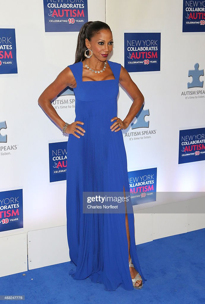 Actress <a gi-track='captionPersonalityLinkClicked' href=/galleries/search?phrase=Holly+Robinson+Peete&family=editorial&specificpeople=213716 ng-click='$event.stopPropagation()'>Holly Robinson Peete</a> attends the 2013 Winter Ball For Autism at the Metropolitan Museum of Art on December 2, 2013 in New York City.