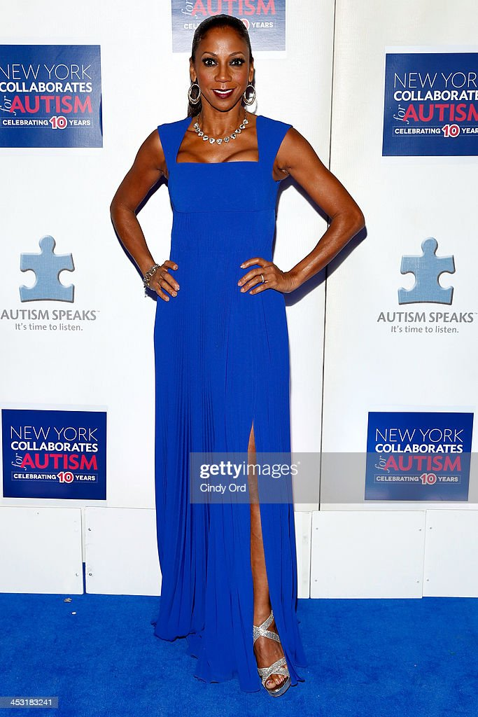 Actress <a gi-track='captionPersonalityLinkClicked' href=/galleries/search?phrase=Holly+Robinson+Peete&family=editorial&specificpeople=213716 ng-click='$event.stopPropagation()'>Holly Robinson Peete</a> attends the Winter Ball for Autism at Metropolitan Museum of Art on December 2, 2013 in New York City.