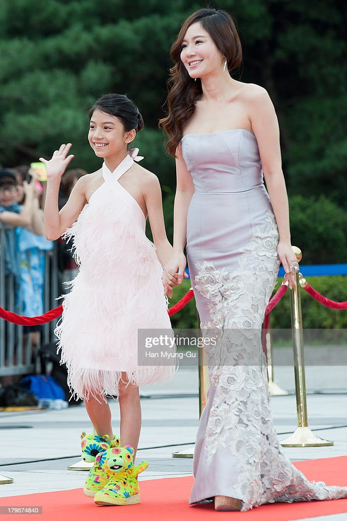 Actress Hsu Ya-Chi (L) from Taiwan arrives for photographs at the Seoul International Drama Awards 2013 at National Theater on September 5, 2013 in Seoul, South Korea.