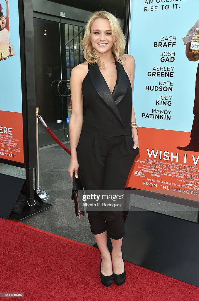 Actress <a gi-track='captionPersonalityLinkClicked' href=/galleries/search?phrase=Hunter+King&family=editorial&specificpeople=9938218 ng-click='$event.stopPropagation()'>Hunter King</a> attends the premiere of Focus Features' 'Wish I Was Here' at DGA Theater on June 23, 2014 in Los Angeles, California.