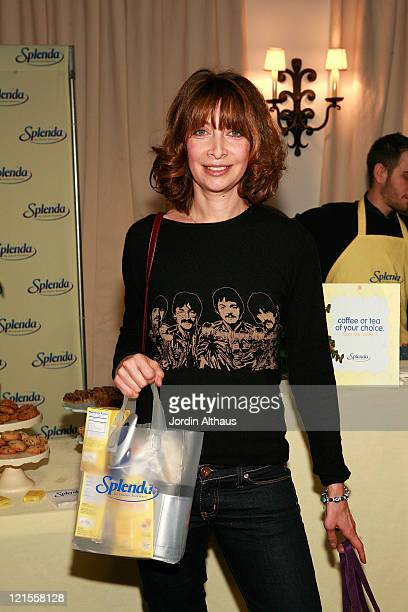 Actress Illeana Douglas attends the Kari Feinstein Winter Style Lounge at Social Hollywood on January 11 2008 in Hollywood Califonia
