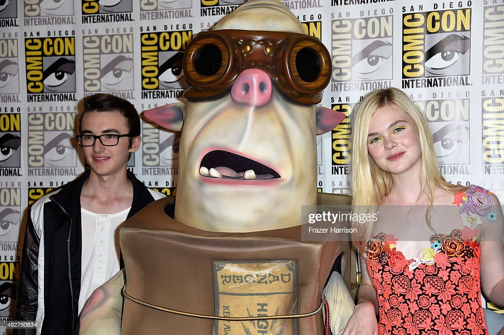 Actress Isaac Hempstead Wright (L) and actress <a gi-track='captionPersonalityLinkClicked' href=/galleries/search?phrase=Elle+Fanning&family=editorial&specificpeople=2189940 ng-click='$event.stopPropagation()'>Elle Fanning</a> attend 'The Boxtrolls' Press Line during Comic-Con International 2014 at Hilton Bayfront on July 26, 2014 in San Diego, California.