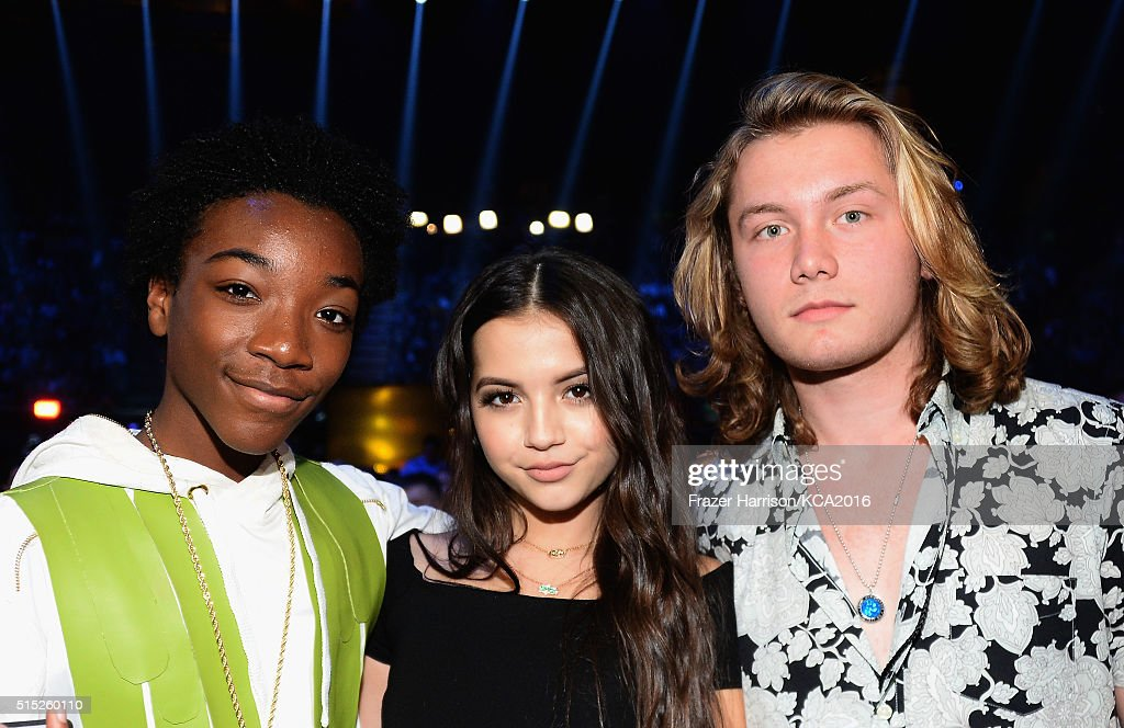 Actress Isabela Moner (center) attends Nickelodeon's 2016 Kids' Choice Awards at The Forum on March 12, 2016 in Inglewood, California.