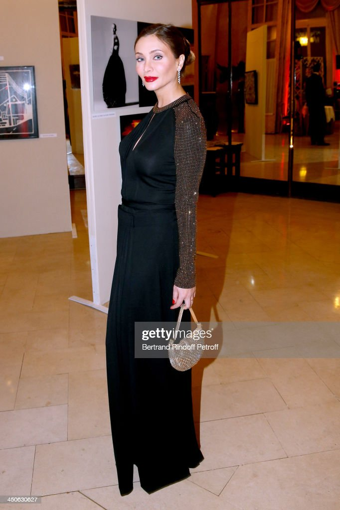 Actress Isabella Orsini, pregnant, attends 'Les Puits du Desert' Charity Gala at Cercle des Armees on November 19, 2013 in Paris, France.