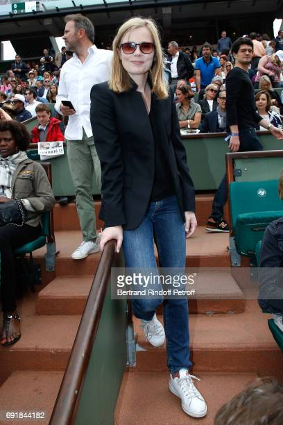 Actress Isabelle Carre attends the 2017 French Tennis Open Day Seven at Roland Garros on June 3 2017 in Paris France