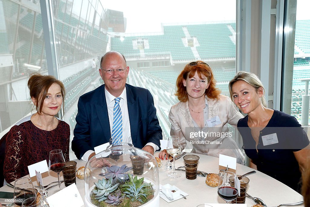 Actress Isabelle Huppert, President of France Television Remy Pflimlin, General administrator of Comedie Francaise Muriel Mayette and Anne-Sophie Lapix pose at France Television french chanels studio after she won the Roland Garros French Tennis Open 2014 - Day 14 on June 7, 2014 in Paris, France.