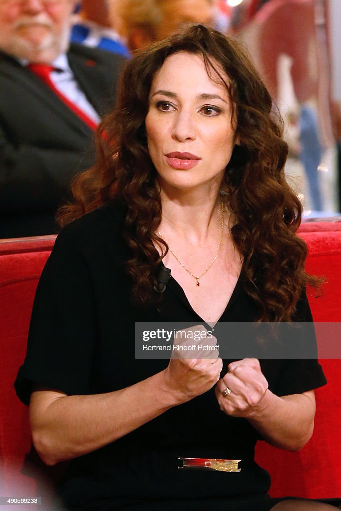 Actress Isabelle Le Nouvel presents the theater play 'Big Apple' at the 'Vivement Dimanche' French TV show at Pavillon Gabriel on May 14, 2014 in Paris, France.