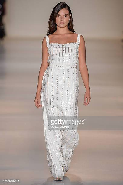 Actress Isis Valverde walks the runway at the Gloria Coelho show during the SPFW Summer 2016 at Parque Candido Portinari on April 17 2015 in Sao...