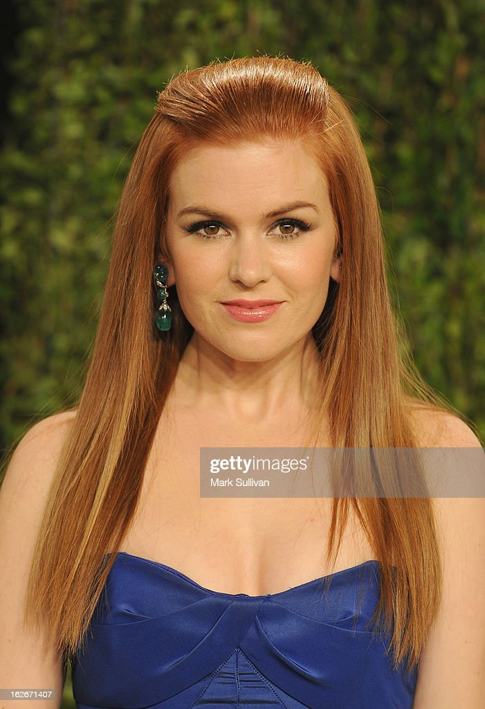 Actress Isla Fisher arrives at the 2013 Vanity Fair Oscar Party at Sunset Tower on February 24, 2013 in West Hollywood, California.