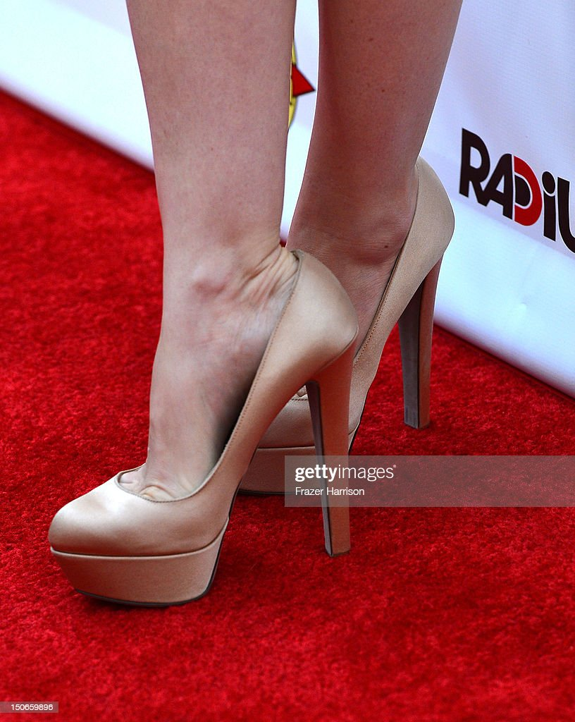Actress Isla Fisher arrives at the premiere of RADiUS-TWC's 'Bachelorette' at ArcLight Cinemas on August 23, 2012 in Hollywood, California.