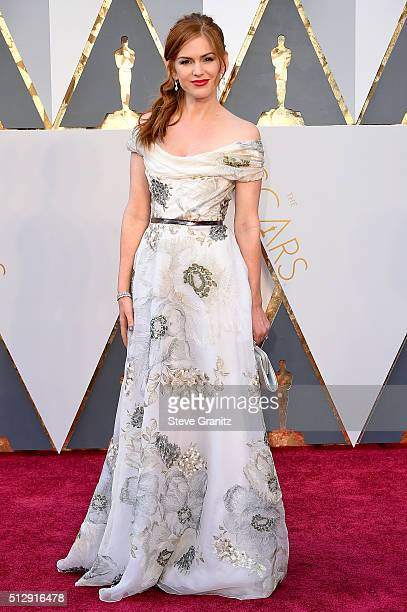 Actress Isla Fisher attends the 88th Annual Academy Awards at Hollywood Highland Center on February 28 2016 in Hollywood California