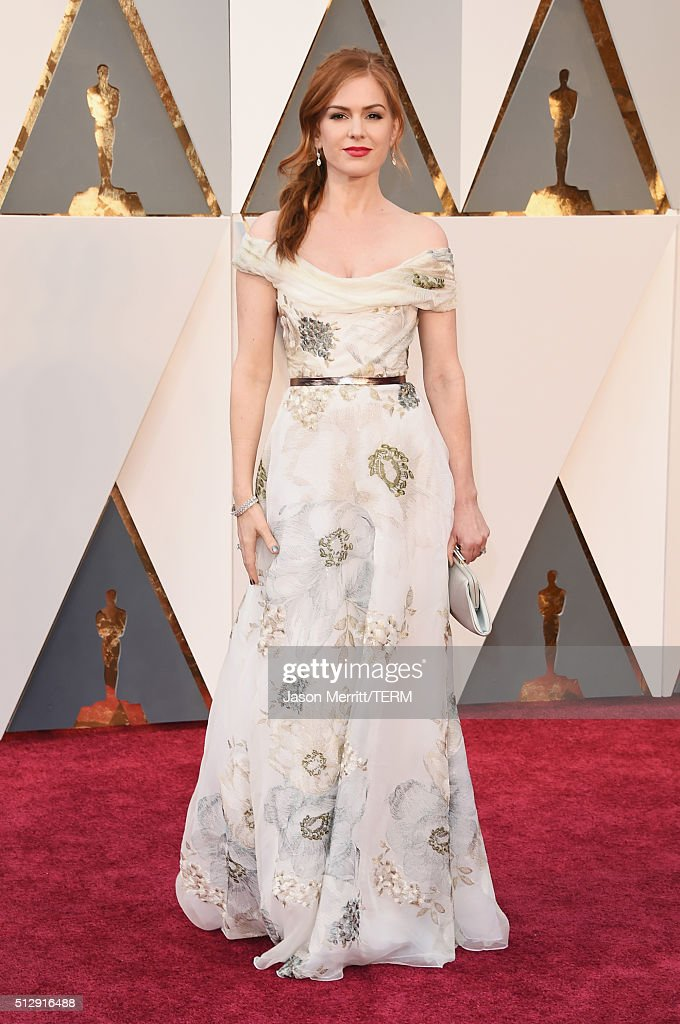 Actress <a gi-track='captionPersonalityLinkClicked' href=/galleries/search?phrase=Isla+Fisher&family=editorial&specificpeople=220257 ng-click='$event.stopPropagation()'>Isla Fisher</a> attends the 88th Annual Academy Awards at Hollywood & Highland Center on February 28, 2016 in Hollywood, California.