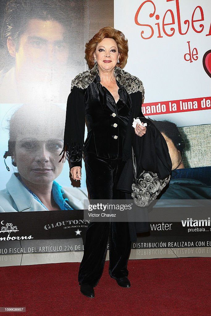Actress Jacqueline Andere attends the '7 Años de Matrimonio' Mexico City premiere red carpet at Plaza Carso on January 22, 2013 in Mexico City, Mexico.