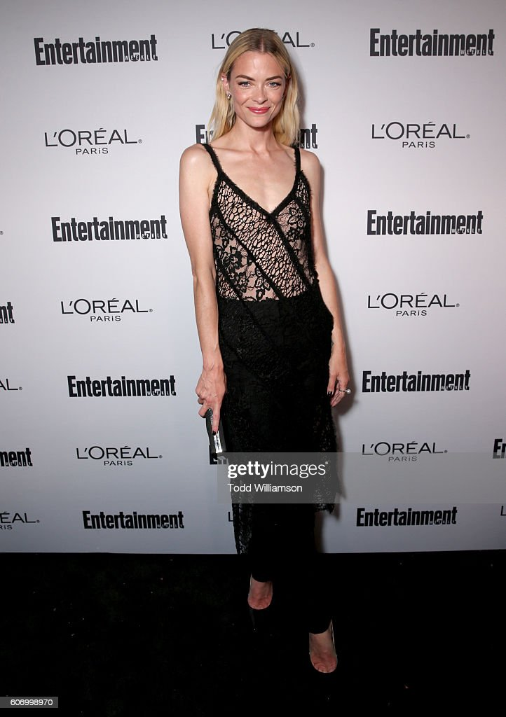 actress-jaime-king-attends-the-2016-entertainment-weekly-preemmy-at-picture-id606998970