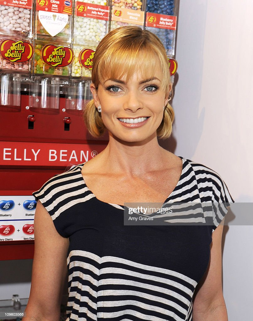 Actress <a gi-track='captionPersonalityLinkClicked' href=/galleries/search?phrase=Jaime+Pressly&family=editorial&specificpeople=211226 ng-click='$event.stopPropagation()'>Jaime Pressly</a> attends the Sweet Harts 'Play Date' Launch Party Benefitting The Art of Elysium at Sweet Harts on March 5, 2011 in Sherman Oaks, California.