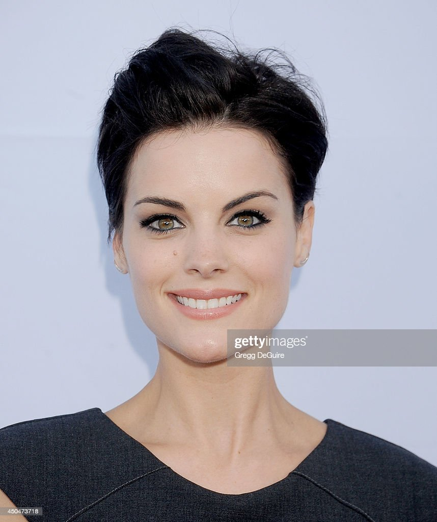 Actress <a gi-track='captionPersonalityLinkClicked' href=/galleries/search?phrase=Jaimie+Alexander&family=editorial&specificpeople=544496 ng-click='$event.stopPropagation()'>Jaimie Alexander</a> arrives at the Pathway To The Cures For Breast Cancer event at Barkar Hangar on June 11, 2014 in Santa Monica, California.